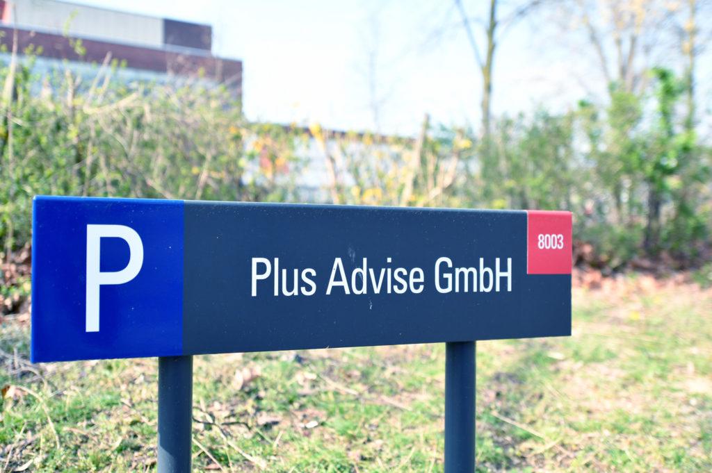 Plus Advise Krefeld Parkplatz