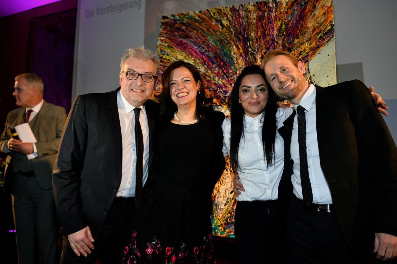 Spendezeit Gala - Plus Advise Geschäftsführer v.l.n.r. Stefan Nothers, Sabine Schimmele, Künstlerin Meral Alma, Michael Suckow pr