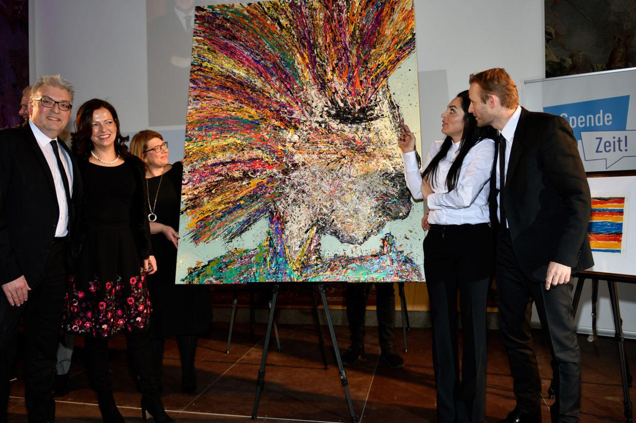 Blog Termine - Spendezeit Gala - Plus Advise Geschäftsführer v.l.n.r. Stefan Nothers, Sabine Schimmele, Künstlerin Meral Alma, Michael Suckow2 pr